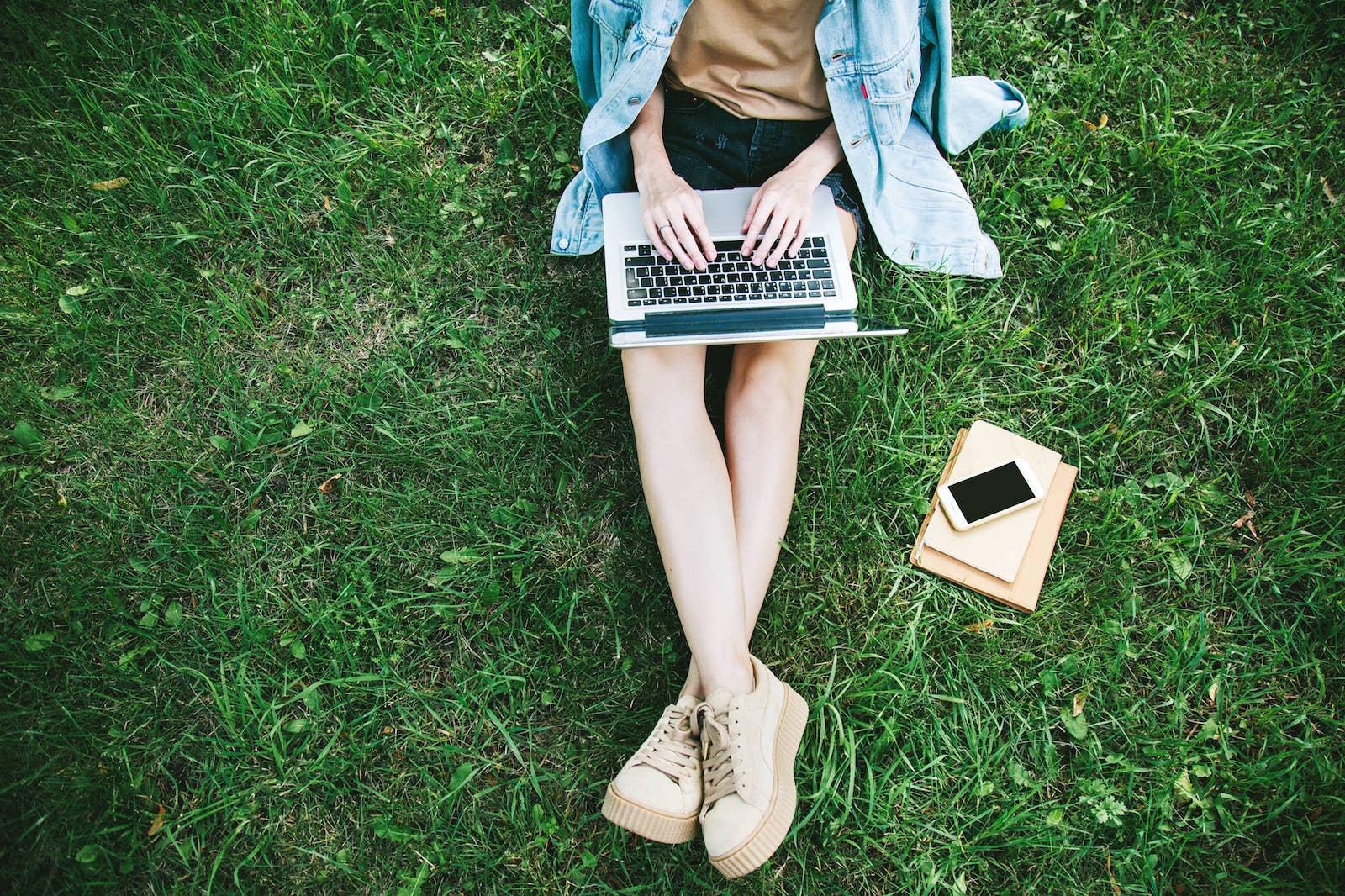 Arbeiten vs. Studieren: Warum du dich nach Studienabschluss aufs Arbeiten freuen kannst